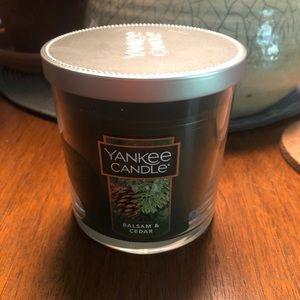 NWT Yankee Candle Balsam & Cedar jar candle